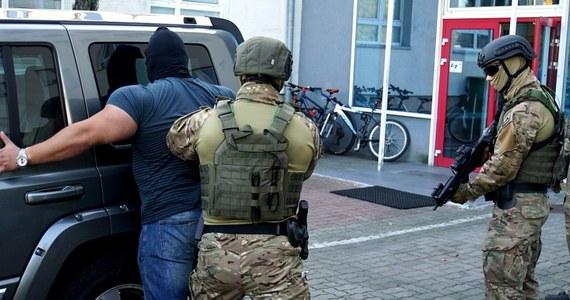 Funkcjonariusze CBA zatrzymali w Jarosławiu na Podkarpaciu sześć osób. Akcja miała miejsce w piątek w jednej z restauracji. Wśród zatrzymanych - jak się dowiadujemy - są obywatele Ukrainy.