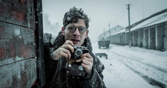 """Wyśmiewany przez polityków i starszych kolegów po fachu młody walijski dziennikarz Gareth Jones jest główną postacią najnowszego filmu Agnieszki Holland. Jej """"Obywatel Jones"""" jest jednym z kandydatów do Złotych Lwów na Festiwalu Filmowy w Gdyni. W latach 30. XX wieku Jones z uporem opisywał Wielki Głód na Ukrainie, jedną z największych zbrodni komunizmu."""