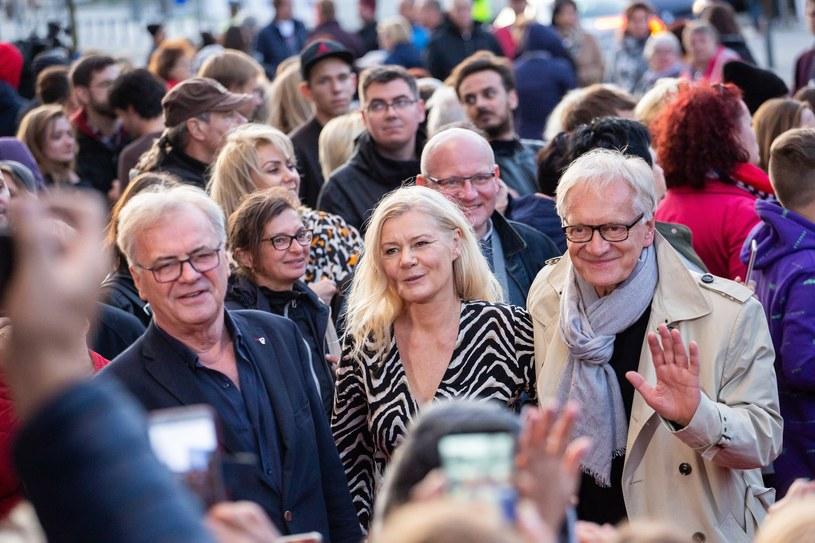 """Producent """"Solid Gold"""" Jacka Bromskiego Akson Studio wycofał we wtorek film z Konkursu Głównego 44. Festiwalu Polskich Filmów Fabularnych w Gdyni. Powodem decyzji było to, że film nie przeszedł kolejnej kolaudacji, która stanowi warunek szerokiej dystrybucji i prezentacji na festiwalach."""