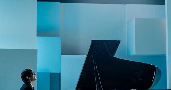 """Dziś na festiwalu w Gdyni uroczysta premiera bardzo oczekiwanego, nie tylko przez fanów polskiego jazzu, filmu """"Ikar. Legenda Mietka Kosza"""". Obraz Macieja Pieprzycy z muzyką Leszka Możdżera to opowieść o wybitnym niewidomym pianiście, który zginął tragicznie w wieku niespełna 30 lat. Leszek Możdżer odpowiada za stworzenie i przygotowanie warstwy muzycznej filmu, na którą składają się m.in. muzyka ilustracyjna oraz aranżacje znanych i popularnych utworów jak """"Take the A Train"""" czy """"Cała jesteś w skowronkach""""."""