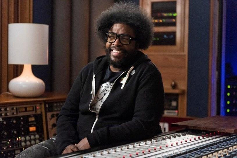 """Hip-hop to nie tylko muzyka, ale i jeden z najbardziej wpływowych ruchów kulturowych w Stanach Zjednoczonych oraz na całym świecie. Nowa seria dokumentalna """"Hip hop: kawałki, które wstrząsnęły Ameryką"""" skupi się na sześciu przełomowych utworach w historii tego gatunku. Na pierwszy odcinek serii kanał AMC zaprasza 14 listopada o godz. 22. Kolejne odcinki emitowane będą w każdy czwartek o tej samej porze."""