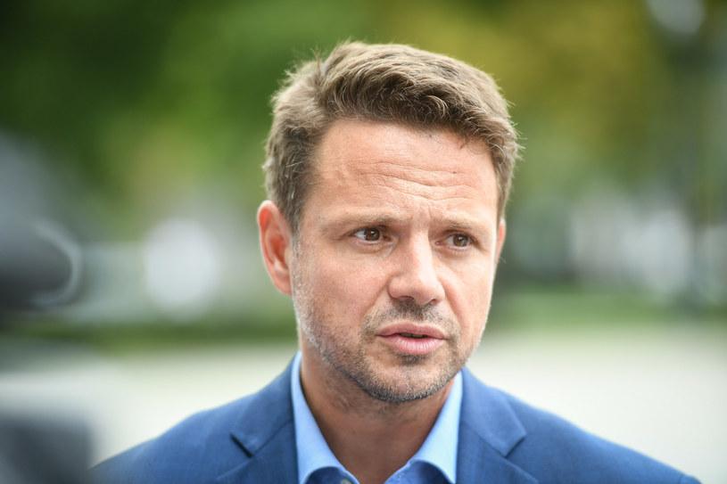 Sieć obiegło nagranie, na którym widać, jak Rafał Trzaskowski negocjuje z DJ-em jednego z warszawskich klubów. Wiadomo, o co chodziło.