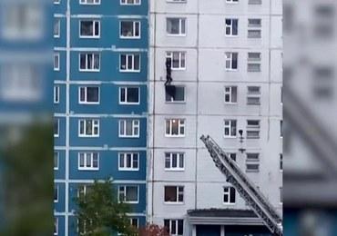 Rosjanin wyciągnął dziewczynę z płonącego mieszkania na wysokości