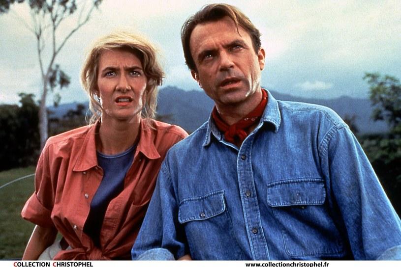 """Reżyser i producent Colin Trevorrow poinformował , że w trzeciej części serii """"Jurassic World"""" spotkamy się ponownie z postaciami, w które wcielają się Laura Dern, Jeff Goldblum i Sam Neill, a więc oryginalna obsada """"Jurassic Park"""" Stevena Spielberga."""