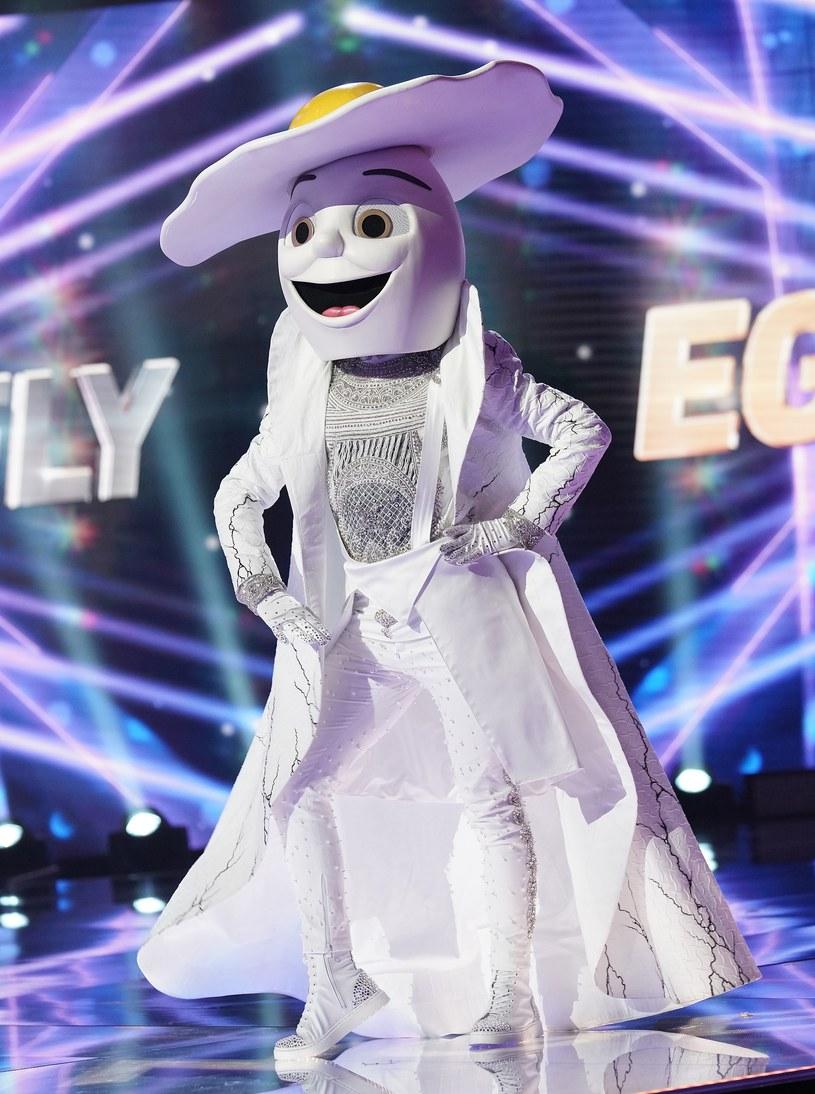 """W USA rozpoczęła się druga edycja programu """"The Masked Singer"""", w którym celebryci występują przed jurorami i publicznością w specjalnych kostiumach."""