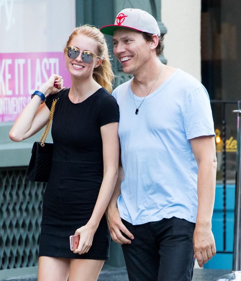 Ikona muzyki dance Tiësto poślubił młodszą o 27 lat modelkę Annikę Backes. Panna młoda zdradziła kilka szczegółów kameralnej uroczystości.