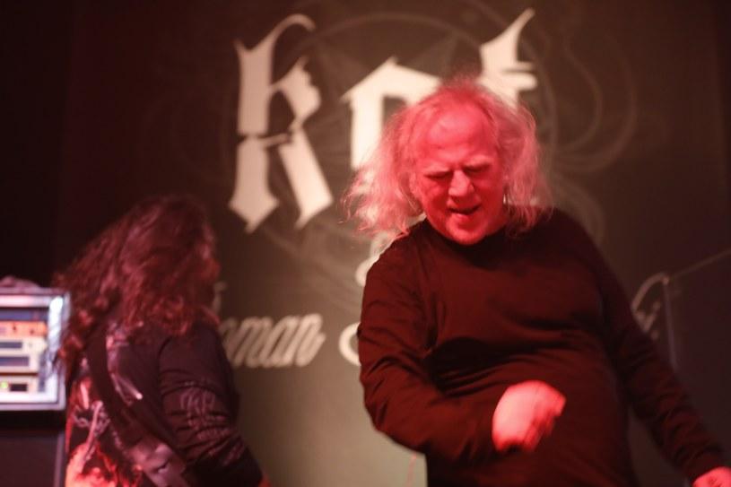 """Tuż przed startem trasy """"Legendy metalu"""" z udziałem czołowych przedstawicieli krajowej sceny grupa Kat & Roman Kostrzewski wypuściła teledysk do utworu """"Baba zakonna""""."""