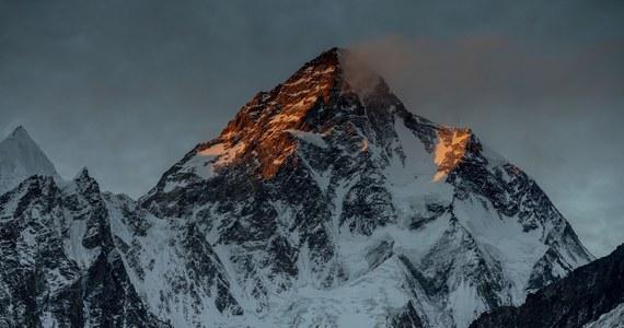 """""""Ostatnia góra"""" to obraz Darka Załuskiego dokumentujący zmagania polskiej zimowej wyprawy na K2 oraz spektakularną akcję ratunkową na Nanga Parbat. Film pojawi się w kinach 4 października. Mieliśmy dla Was zaproszenia na przedpremierowy pokaz do Warszawy. Szczegóły poniżej"""
