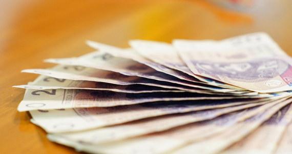 Sektor bankowy w Polsce jest dobrze skapitalizowany, bezpieczny i dobrze przygotowany na potencjalne skutki orzeczenia TSUE - poinformowała Komisja Nadzoru Finansowego (KNF) w związku z orzeczeniem TSUE w sprawie kredytów frankowych. W czwartek Trybunał Sprawiedliwości Unii Europejskiej (TSUE) orzekł w sprawie dotyczącej kredytów we frankach szwajcarskich. Może on mieć istotny wpływ na sytuację Polaków, którzy mają kredyty mieszkaniowe w tej walucie. Trybunał stwierdził, że prawo UE nie stoi na przeszkodzie unieważnieniu umów dotyczących kredytów we frankach szwajcarskich.