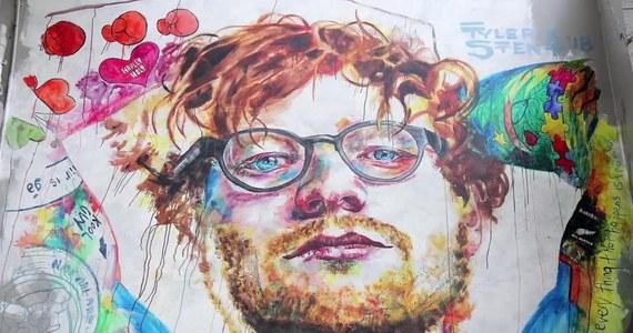 Ed Sheeran nie do końca przysłużył się swojemu tatuażyście. Mężczyzna narzeka, że przez artystę stracił wielu klientów. Winne są niektóre tatuaże Eda, które przez wiele osób są uważane za niezbyt udane. Takie z resztą zdanie podziela również ich autor. Kevin Paul twierdzi, że współpraca z wokalistą jest jednocześnie najlepszą i najgorszą w jego życiu. Tatuażysta ma też innych sławnych klientów, takich jak np. Rihanna, Harry Styles i Cara Delevingne.