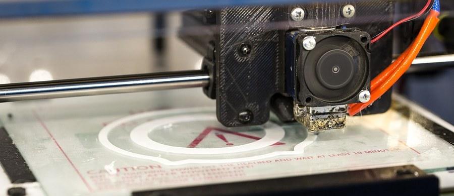 """Przebywanie w pomieszczeniach, w których pracują drukarki 3D, może mieć negatywny wpływ na układ oddechowy - wynika z badań opublikowanych w piśmie """" Environmental Science and Technology""""."""