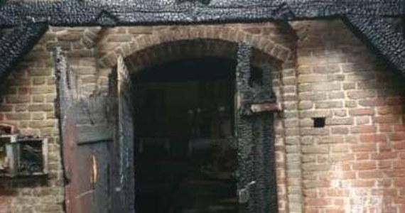 W poniedziałek późnym wieczorem wybuchł pożar w Orłowie na Żuławach. Ogień zniszczył większość dachu XIV-wiecznej świątyni. W akcji gaśniczej brało udział 17 zastępów straży. Trwają oględziny i ustalanie przyczyny pożaru spalonego kościoła w Orłowie koło Nowego Dworu Gdańskiego. Na miejscu pracują policyjni technicy oraz biegły z zakresu pożarnictwa.