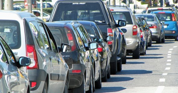 Na dolnośląskim odcinku A4, między węzłami Budziszów i Wądroże Wielkie, zderzyły się dwie ciężarówki i pięć samochodów osobowych. Na jezdnię wysypała się kostka brukowa. Autostrada była zablokowana w kierunku Zgorzelca.