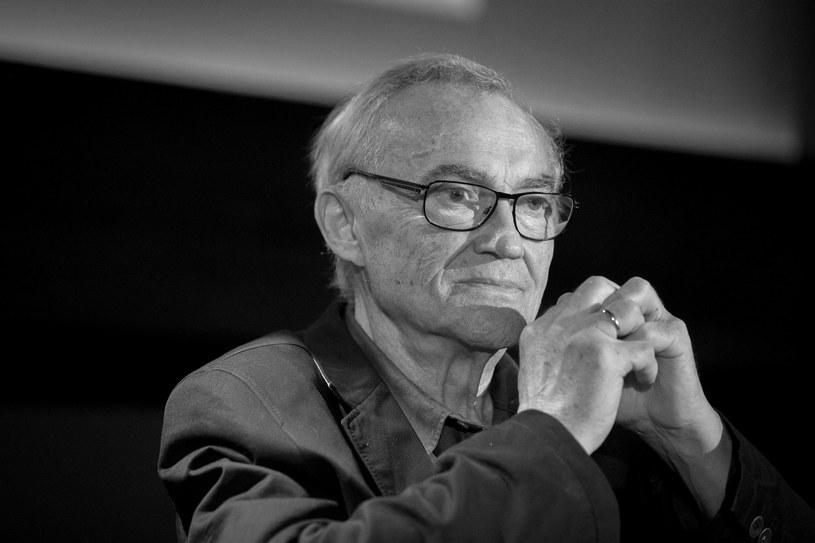 Mszą świętą w Kościele Środowisk Twórczych w Warszawie w poniedziałek rozpoczną się uroczystości pogrzebowe Janusza Kondratiuka - poinformował w środę przyjaciel artysty ks. Andrzej Luter. Wybitny reżyser zmarł w poniedziałek po ciężkiej chorobie w wieku 76 lat.