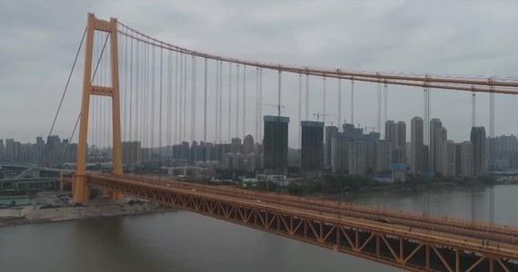 W chińskim Wuhan otwarto najdłuższy na świecie dwupoziomowy most, który rozpościera się nad rzeką Jangcy.