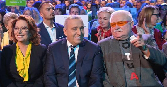 """Lech Wałęsa wyraźnie nie zamierza stracić ani chwili z ostatnich godzin przed nastaniem ciszy wyborczej. Dwa dni po tym, jak za pośrednictwem mediów społecznościowych prosił Platformę Obywatelską """"o zwolnienie z danego publicznie słowa"""", że będzie głosował na tę partię, były prezydent ogłasza: """"Poparłem i popieram jednoznacznie PO""""."""