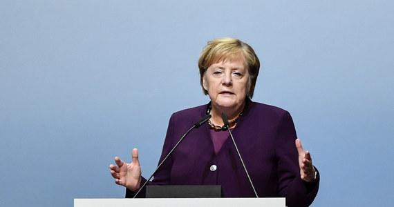 Angela Merkel apelowała w czwartek o walkę - z użyciem wszelkich dopuszczalnych prawnie środków - przeciwko prawicowemu ekstremizmowi i antysemityzmowi. Oświadczyła, że zjawiska te nie będą tolerowane. We środę doszło do ataku na synagogę w Halle.
