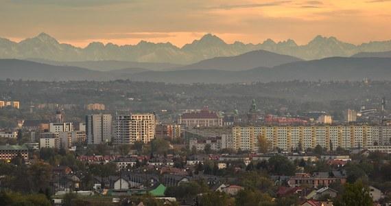 Fotograf Jan Ulicki znowu nas zachwycił swoimi pracami. Opublikował zdjęcia Tatr zrobione - jak to sam określił - zza Krakowa.