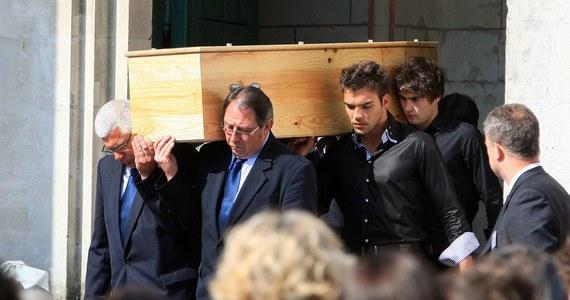 Mężczyzna zatrzymany wczoraj przez szkocką policję na lotnisku w Glasgow to nie Xavier Dupont de Ligonnès – 58-letni francuski arystokrata, poszukiwany od ośmiu lat w związku z morderstwem rodziny. Takie są najnowsze informacje przekazane agencji Reutera przez źródła we francuskiej policji. Wcześniej zagraniczne media podawały, że funkcjonariusze są pewni, iż mężczyzna zatrzymany wczoraj na lotnisku to właśnie Dupont de Ligonnès. Francuz jest poszukiwany Europejskim Nakazem Aresztowania w związku z zamordowaniem w 2011 roku swojej żony i czwórki dzieci.