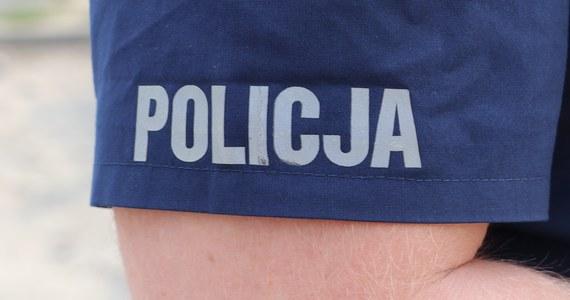 Policjanci w całej Polsce zanotowali kilka przypadków złamania ciszy wyborczej. Chodzi głównie o zrywanie plakatów niektórych kandydatów, choć pojawiają się też doniesienia o wysyłaniu SMS-ów reklamujących niektórych aspirujących do bycia parlamentarzystami.