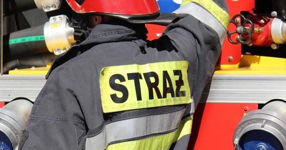 40-letnia kobieta została poparzona w wyniku wybuchu gazu w domu jednorodzinnym w Gdyni. Gaz wydobywał się najprawdopodobniej z nieszczelnej instalacji.