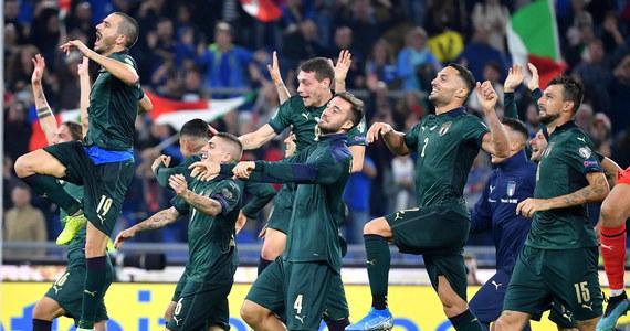 Włoscy piłkarze wygrali u siebie z Grecją 2:0 i jako drudzy, po Belgach, są już pewni występu w mistrzostwach Europy 2020. Hiszpania zremisowała w Oslo z Norwegią 1:1, tracąc gola z rzutu karnego w ostatnich sekundach. Dziś wieczorem awans może wywalczyć m.in. Polska.