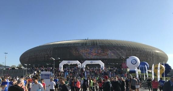 Etiopczyk Enyew Mekonnen i Kenijka Bety Lembus zwyciężyli w szóstej edycji PZU Cracovia Półmaratonu Królewskiego. Zwycięzcy ustanowili rekordy trasy. W biegu na dystansie 21,097 km, z metą w Tauron Arenie Kraków, wzięło udział 8425 osób.