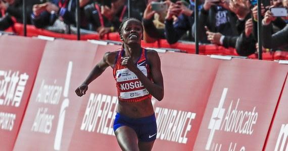 Kenijka Brigid Kosgei czasem 2:14.04 poprawiła rekord świata i wygrała maraton w Chicaco. Poprzedni najlepszy rezultat należał do Brytyjki Pauli Radcliff, która w 2003 roku w Londynie miała wynik 2:15.25.