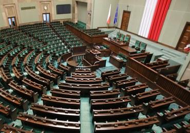 Większość konstytucyjna: Czy PiS będzie mieć wystarczającą liczbę posłów?