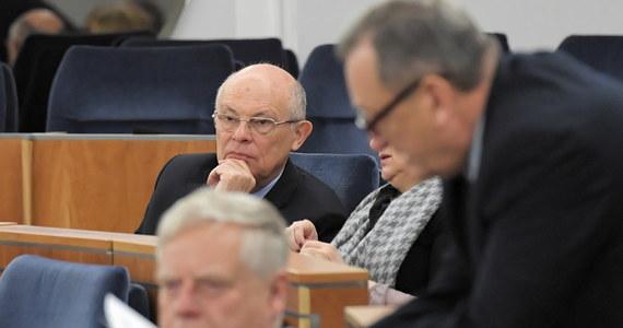 W wyborach do Senatu we wszystkich warszawskich okręgach zwyciężyli kandydaci opozycji - wynika z danych PKW na godz. 15. z obwodowych komisji wyborczych. Koalicja Obywatelska zdobyła 5 z 6 mandatów z Warszawy, PSL - jeden.
