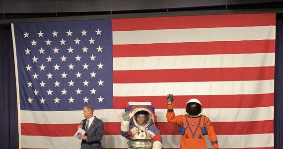 W siedzibie NASA w Waszyngtonie zaprezentowano nowe kosmiczne skafandry. Mają zostać użyte w czasie misji na Księżyc. Amerykańska Agencja Kosmiczna zapowiada, że ponownie wyśle ludzi na Księżyc do 2024.