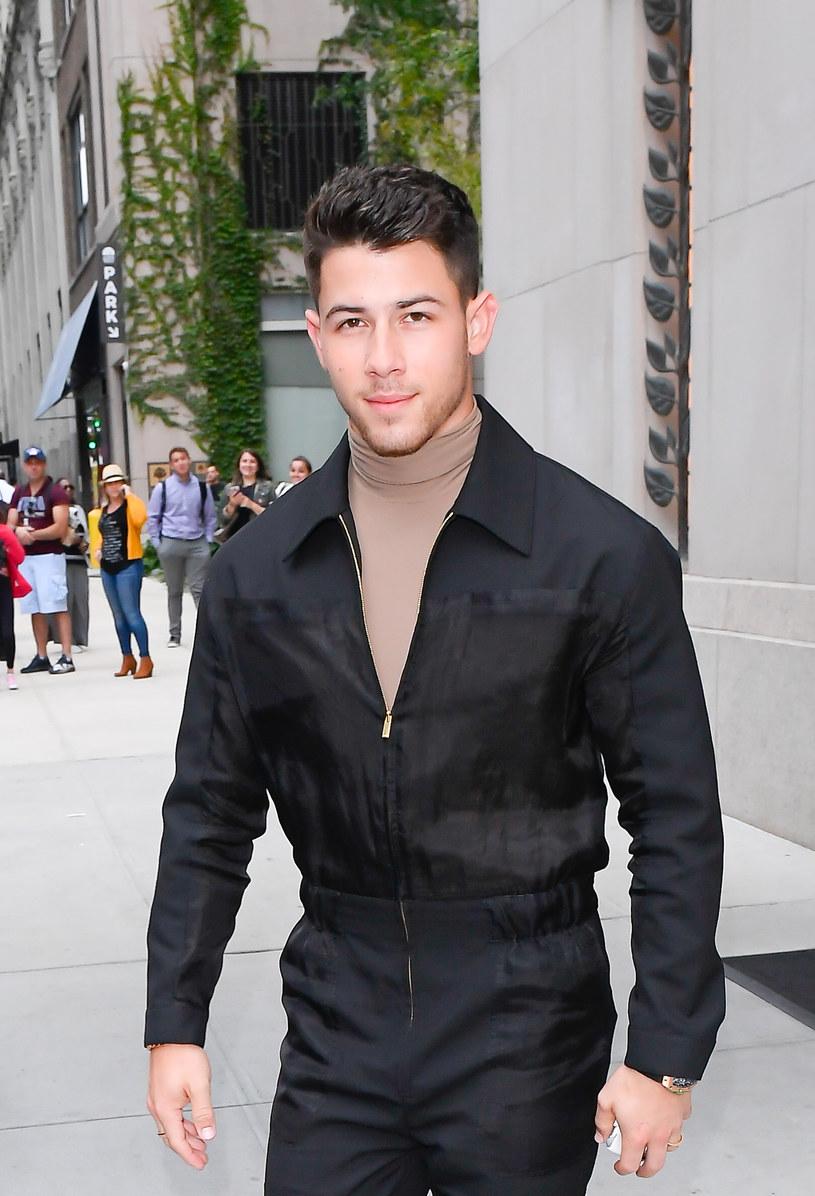 """Amerykański aktor, wokalista i autor piosenek Nick Jonas wyprodukuje serial """"Dash & Lily"""". To historia wakacyjnego romansu tytułowych bohaterów: cynicznego Dasha i nastawionej optymistycznie do życia Lily."""