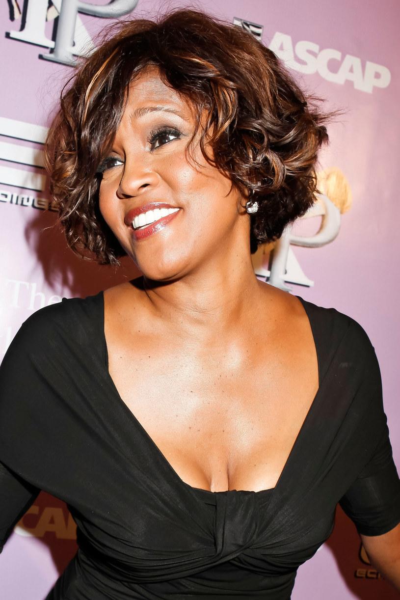 """Trwają przygotowania do zrealizowania poświęconego życiu i twórczości Whitney Houston filmu biograficznego zatytułowanego """"I Wanna Dance with Somebody"""". Tytuł filmu zapożyczony został z jednego z największych przebojów tej tragicznie zmarłej wokalistki."""