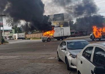 """Starcia kartelu z policją w """"twierdzy el Chapo"""". Mieszkańcy musieli porzucać auta i uciekać"""