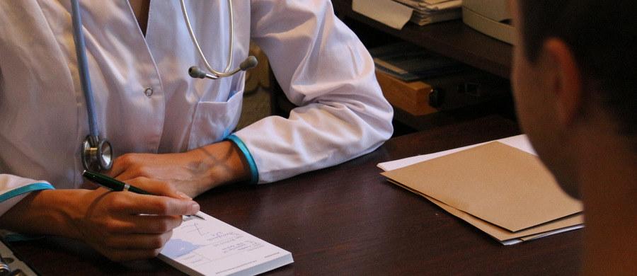 Wachlarz badań diagnostycznych, które możesz zrobić u lekarza rodzinnego jest bardzo szeroki. Z artykułu dowiesz się też czy lekarz POZ może wykonać np. badanie piersi?