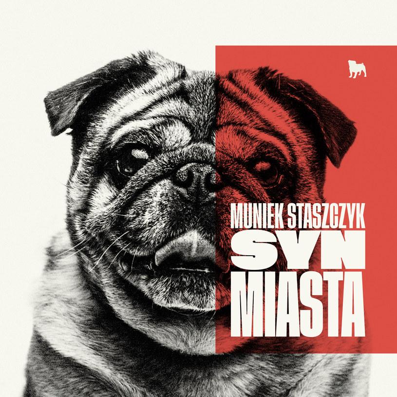 Trzeci solowy album Muńka Staszczyka to istna stylistyczna biegunka. I pozostaje artyście życzyć jak najczęstszych takich biegunek.