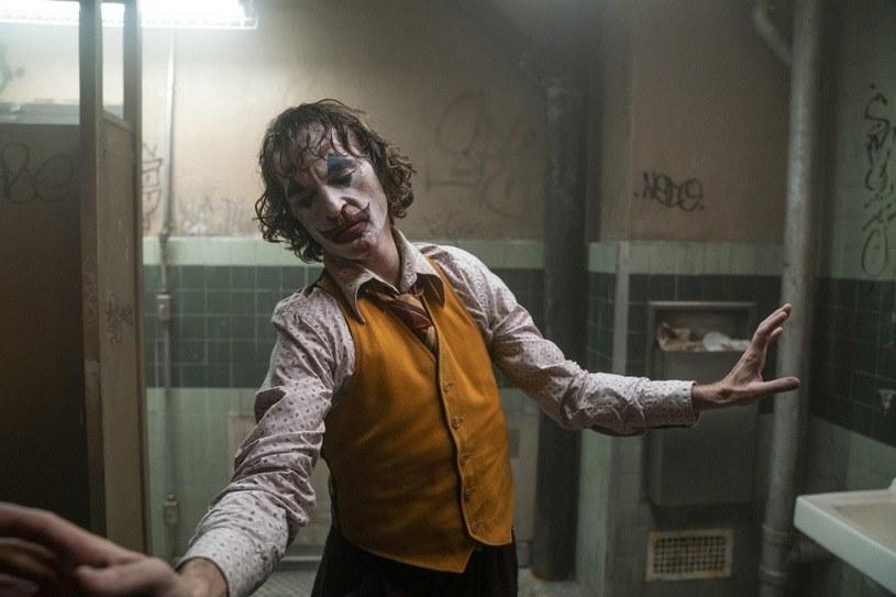 """Po dwóch tygodniach na polskich ekranach film """"Joker"""" Todda Phillipsa obejrzało już ponad milion widzów - poinformował dystrybutor obrazu, Warner Bros."""