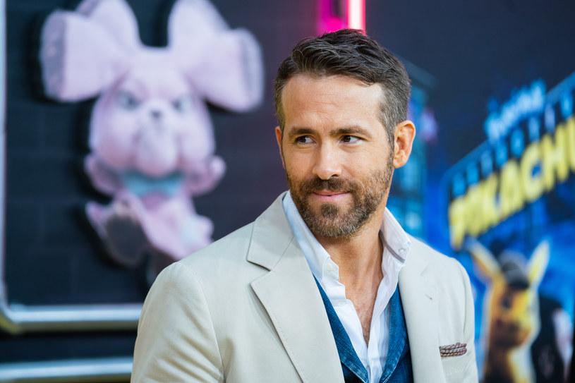 """""""Dragon's Lair"""", czyli ulubiona gra bohaterów serialu """"Stranger Things"""", trafi na duży ekran. Film na jej podstawie wyprodukuje dla Netfliksa Ryan Reynolds, który zagra w nim główną rolę. Jak informuje portal """"The Hollywood Reporter"""", scenariusz napiszą Dan i Kevin Hagemanowie."""