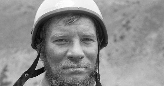 """24 października 1989 roku zginął Jerzy Kukuczka - jeden z najwybitniejszych w historii himalaistów i drugi zdobywca Korony Himalajów i Karakorum, który skompletował 14 szczytów w niespełna osiem lat. Do tragicznego wypadku doszło podczas wspinaczki niepokonaną wówczas południową ścianą Lhotse (8516 m). O drodze Kukuczki na szczyty opowiada film """"Jurek"""". """"Tego typu ludzi już nie ma"""" - tak pięć lat po premierze, w 30. rocznicę śmierci, mówi w RMF FM reżyser Paweł Wysoczański. Jego dokument zdobył na całym świecie 27 nagród. """"To był wybitny himalaista, wspaniały człowiek, świetny kumpel, wyjątkowy mąż i ojciec... Na jego wyjątkowości bazuje mój film. Ja się cieszę, że on pomaga tej pamięci"""" - zaznacza Wysoczański, który teraz promuje swoje najnowsze dzieło. Więcej o filmie """"Jutro czeka nas długi dzień"""" i jego głównej bohaterce – Helenie Pyz pracującej od 30 lat w polskim ośrodku dla trędowatych w Indiach – opowiedział w rozmowie z dziennikarzem RMF FM Michałem Rodakiem."""