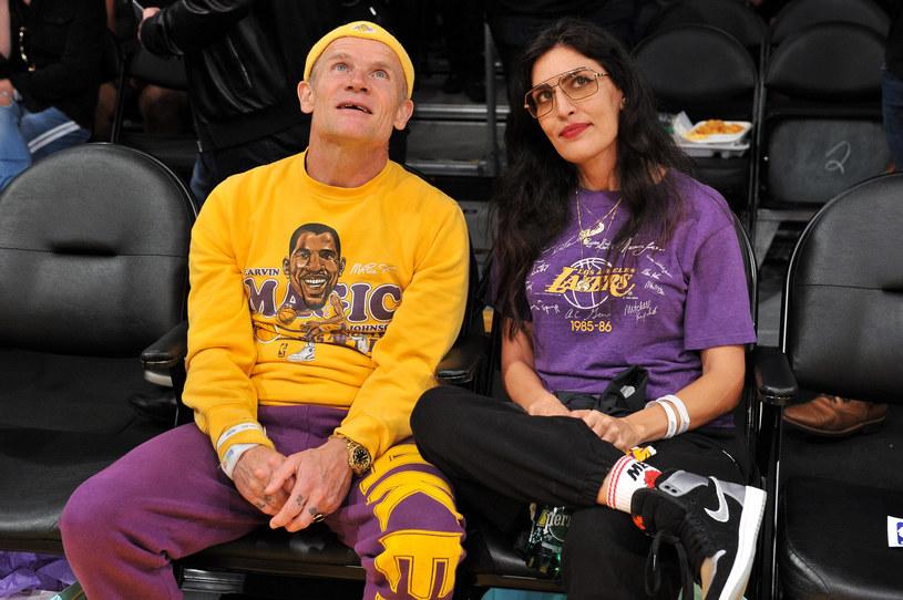 W mediach społecznościowych Flea pochwalił się, że wziął ślub. Basista Red Hot Chili Peppers poślubił projektantkę biżuterii - Melody Ehsani.