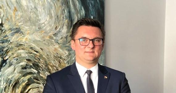 Prezydent Katowic Marcin Krupa zasłabł podczas dzisiejszej sesji Rady Miasta i został zabrany karetką do szpitala. Według nieoficjalnych informacji, badania trwały do wczesnego popołudnia, obecnie prezydent czuje się lepiej.