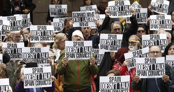 Kilkanaście tysięcy separatystów powróciło w czwartek na ulice kilku miast Katalonii, protestując przeciwko skazaniu przez Sąd Najwyższy w Madrycie regionalnych polityków. Największe manifestacje odbywają się w Barcelonie.