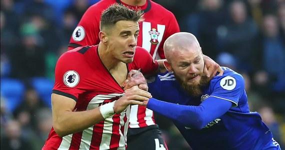 """Southampton FC odniosło druzgocącą porażkę w 10. kolejce Premier League. Zespół Jana Bednarka przegrał z Leicester City aż 0:9. Trener Southampton, Ralph Hasenhuettl, poprosił, aby kibice wybaczyli mu blamaż. """"Przepraszam. To nie miało prawa się wydarzyć""""."""