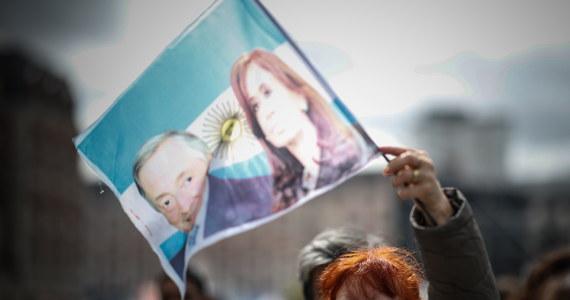Argentyńczycy wybierają prezydenta. Główni rywale to obecny szef państwa, konserwatywny liberał Mauricio Macri i kandydat centrolewicowych peronistów Alberto Fernandez. W kraju trwa najgorszy od blisko 20 lat kryzys ekonomiczny.