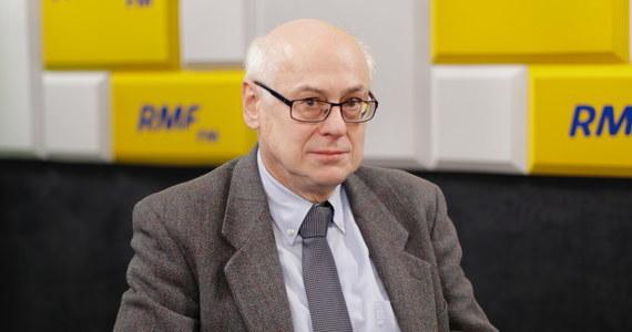 """""""Myślę, że pan Jacek Czaputowicz będzie ministrem spraw zagranicznych"""" - mówił w Porannej rozmowie w RMF FM eurodeputowany PiS Zdzisław Krasnodębski. Gość Roberta Mazurka zapewniał, że """"nie będzie żadnych sensacji"""", jeżeli chodzi o tworzenie nowego rządu. """"To jest naturalne, że przyszły wybory, jest nowe rozdanie, wszyscy artykułują swoje żądania. Nie wszystkie muszą być spełnione"""" - zaznaczył europoseł. Krasnodębski, pytany o to, czy Marian Banaś powinien podać się do dymisji, odpowiedział: """"Szczerze mówiąc, nie śledzę tak dokładnie wszystkich doniesień""""."""