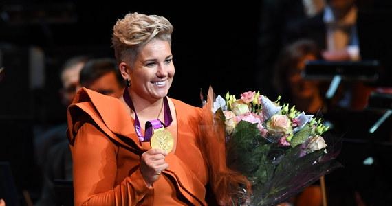 """Za nami Gala 100-lecia Polskiego Komitetu Olimpijskiego. Podczas imprezy Anita Włodarczyk odebrała """"zaległy"""" złoty medal z igrzysk w Londynie. """"Tę ceremonię, ze względu na inne okoliczności, będę długo pamiętała"""" - zapewniła."""