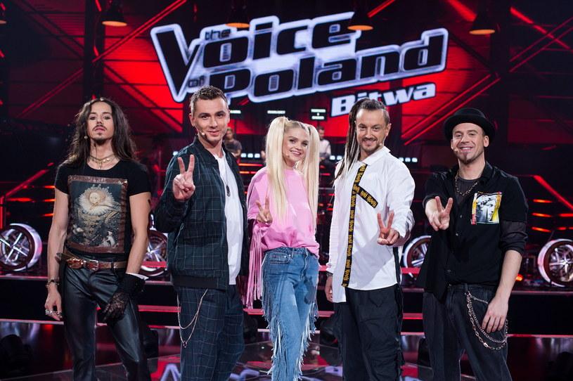 """Kamil Bednarek w dziesiątej edycji """"The Voice of Poland"""" kilkakrotnie zaskoczył swoimi nietypowymi decyzjami. Tym razem widzowie nie mogli uwierzyć, że w bitwach dla duetu wybrał piosenkę, którą podczas przesłuchań śpiewał jeden z uczestników."""