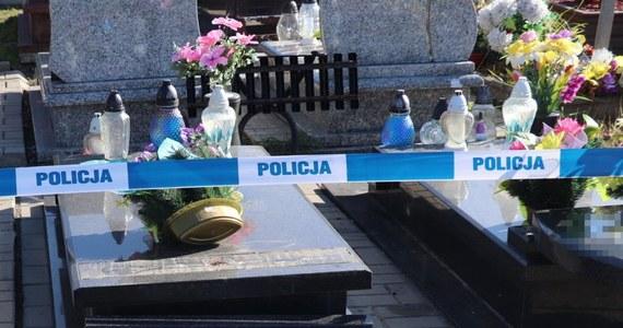 Policja szuka wandali, którzy uszkodzili groby na cmentarzu przy ul. Jordana w Bytomiu. Pierwszych świadków w tej sprawie już przesłuchano.