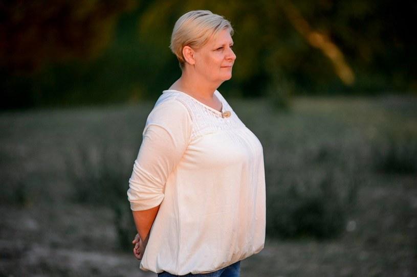 """Elżbieta Aniszewska, jedna z bohaterek piątej edycji programu """"Rolnik szuka żony"""", wyszła za mąż. Jej profil w mediach społecznościowych zalała fala gratulacji od fanów. To już kolejny ślub uczestników produkcji TVP."""