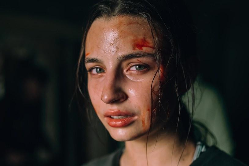 """13 marca 2020 do kin wejdzie nowy film """"Bartosza M. Kowalskiego (""""Plac zabaw"""") zatytułowany """"W lesie dziś nie zaśnie nikt"""". To jak przekonują twórcy """"pierwszy polski horror z krwi i kości. Głównie z krwi""""..."""